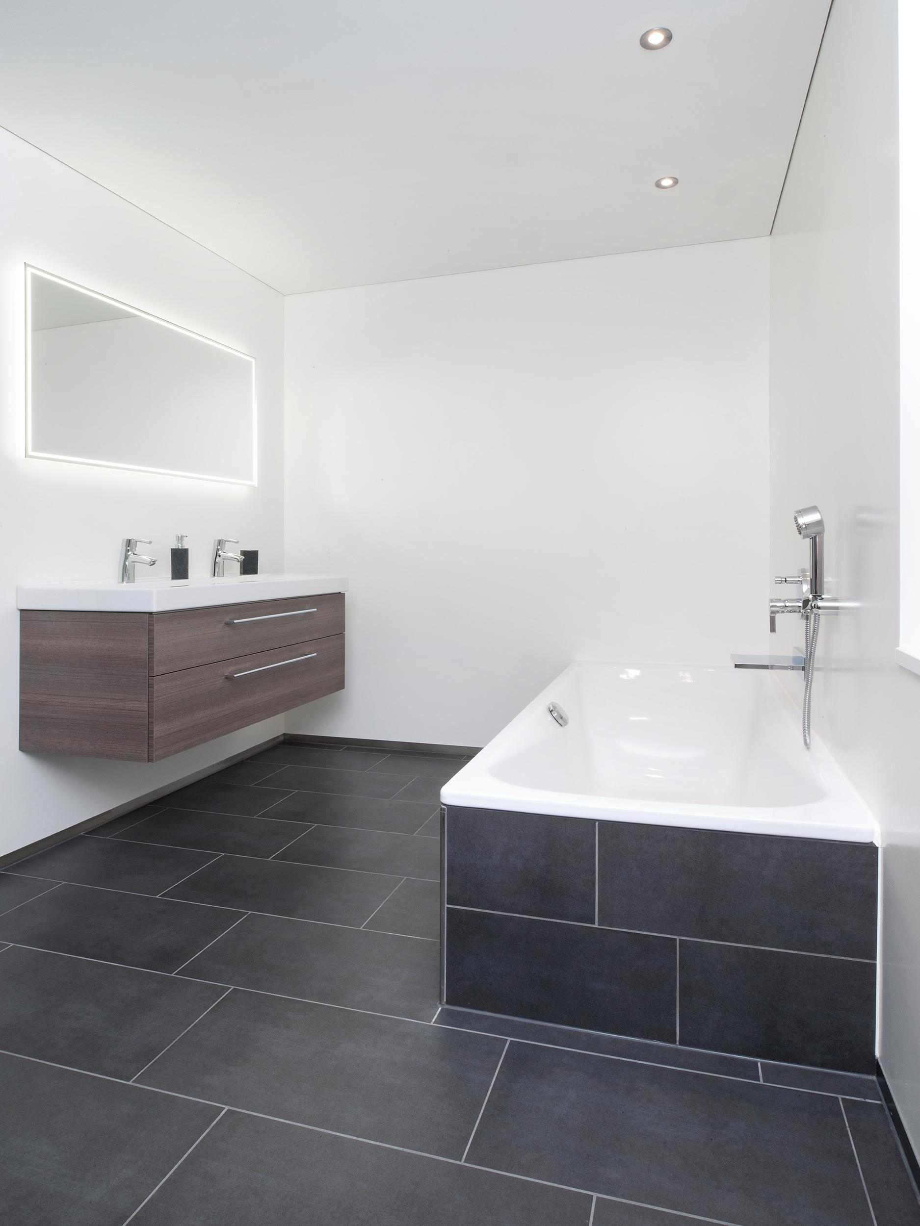 Einfamilienhaus in gossau keramik bau ag for Badezimmer platten